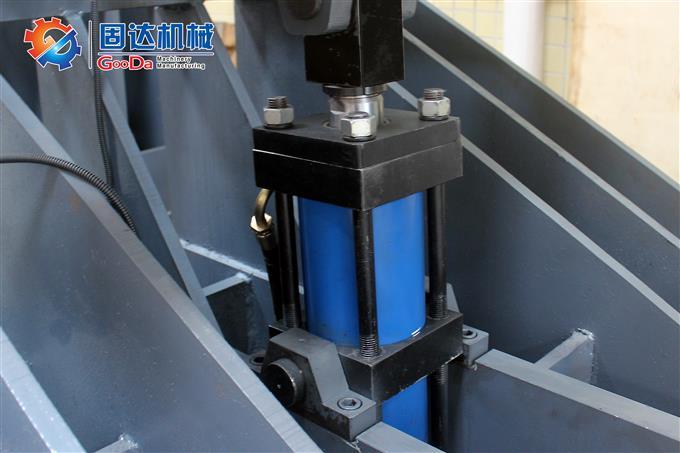 《强力推荐》固达液压翻板机高效作业